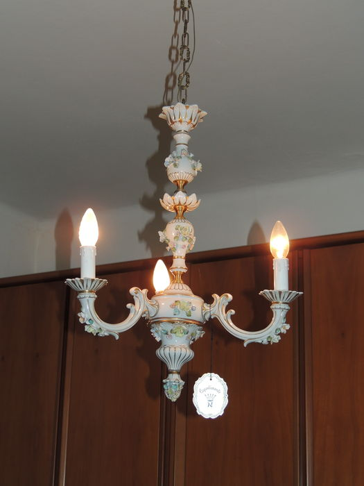 When these are still in place, it makes identifying and dating pieces much easier. Lampadario In Ceramica Capodimonte Catawiki