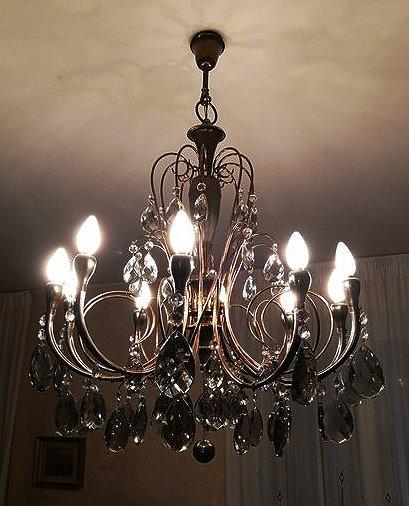 Lampadario vintage anni '50 con cristalli di boemia, anni '50, composto da 4 luci perimetrali e una luce centrale, in ottime condizioni. Un Lampadario In Cristallo Fume Ed Ottone Anni 50 Catawiki