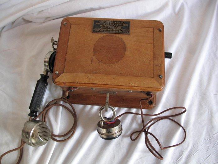 tres beau et ancien telephone en bois