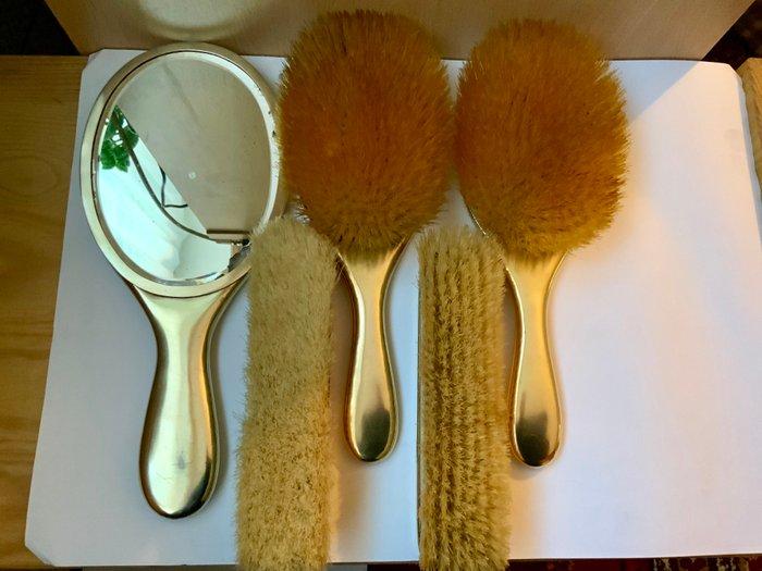 brosses de vanite dorees argentees et ensemble de piece de miroir 5 monture en argent dore brosse a bois w g neal 1887 1908 registered jul