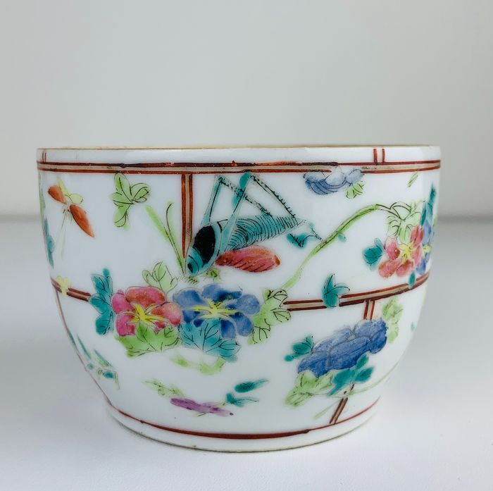 Famille rose bowl with insects and peaches - Porcelain - China - Late 19th century - Catawiki