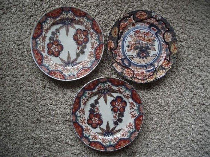 Trio Imari plates - Porcelain - Japan - Meiji period (1868-1912) - Catawiki