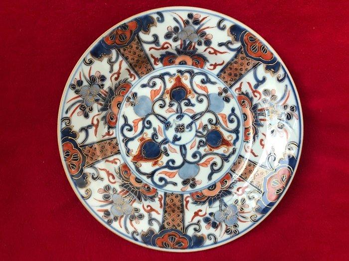 Imari plate decorated with flowers - Porcelain - China - Kangxi (1662-1722) - Catawiki