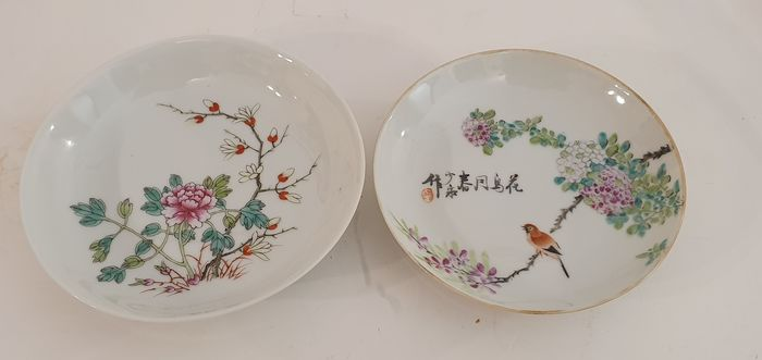 Saucers, dishes (2) - Famille rose - Porcelain - China - First half 20th century - Catawiki