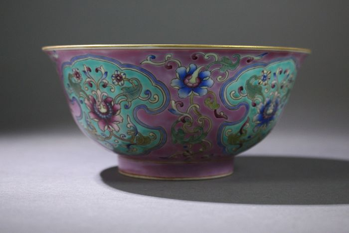 Bowl - Porcelain - A FAMILLE-ROSE FLOWER BOWL, marked but modern - China - Late 20th century - Catawiki
