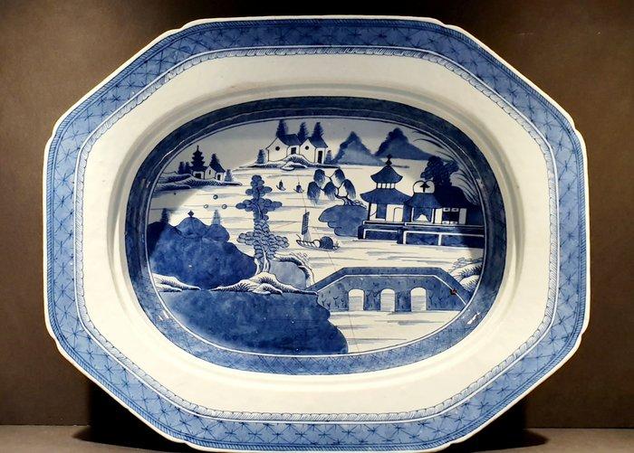 Charger, Serving Platter (1) - Blue and white - Porcelain - Landscape - Very Large Serving Platter with Landscape Decor - China - Qianlong (1736-1795) - Catawiki