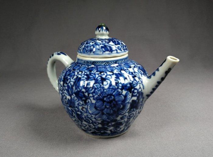 Teapot - Blue and white - Porcelain - China - Kangxi (1662-1722) - Catawiki
