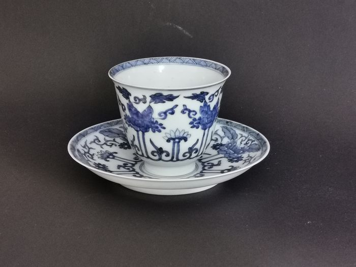 Cup and Saucer - Blue and white - Porcelain - Yu marked - China - Kangxi (1662-1722) - Catawiki