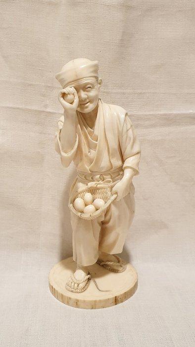 Okimono (1) - Elephant ivory - Eggs tester - Japan - late 19th century Meiji period - Catawiki