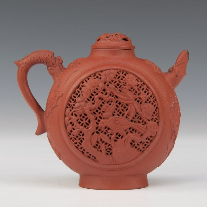 Teapot (1) - Yixing - red clay - birds and flowers, three-legged frog, and crab - China - Kangxi (1662-1722) - Catawiki