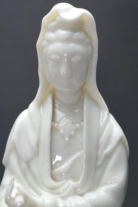Sculpture - Blanc de chine, Dehua - Porcelain - Guanyin - Translucent porcelain - High quality - Mint condition - China - Kangxi (1662-1722) - Catawiki