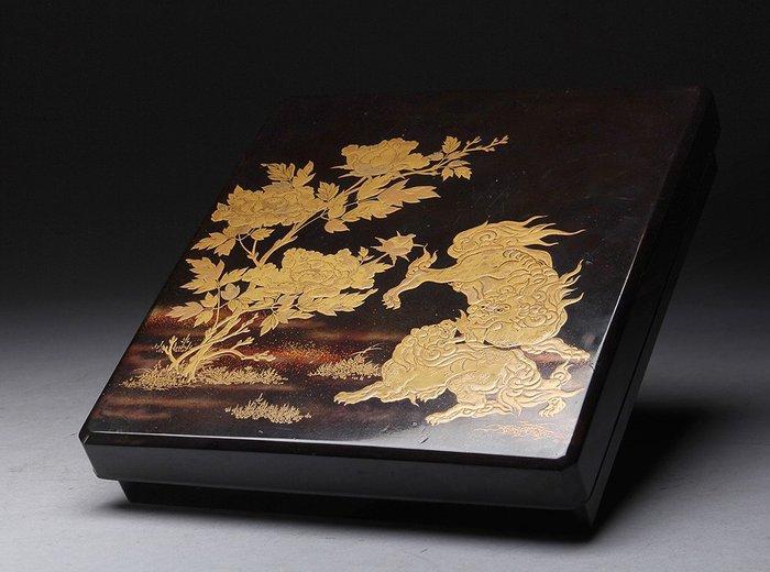 Suzuri-bako - Gold, Lacquer, Wood - Very fine maki-e design of two shishi with peonies - Japan - 19th century (Edo/Meiji period) - Catawiki