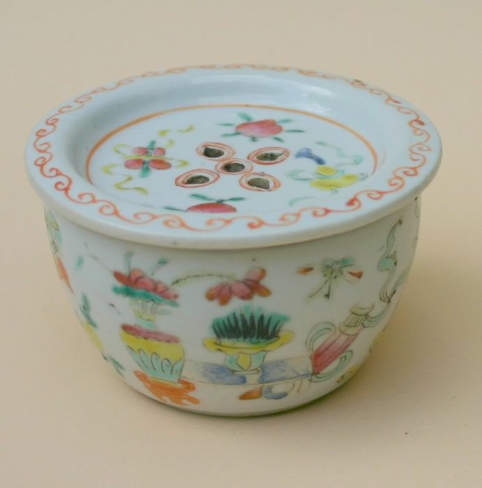 Grill cage cricket box - Famille rose - Porcelain - good luck symbols - China - mid 19th century - Catawiki