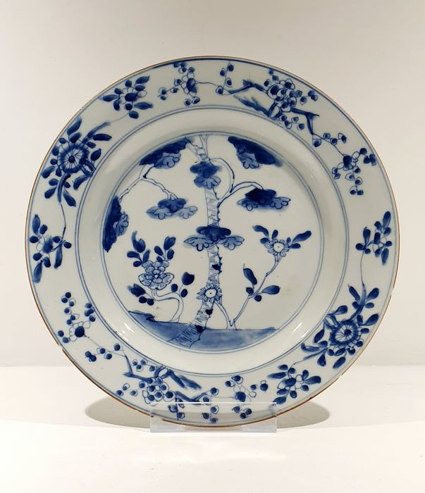 Plate (1) - Blue and white - Porcelain - Bodhi tree - Beautiful Kangxi Plate Bodhi Tree Decor - China - Kangxi (1662-1722) - Catawiki