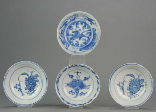 Plates (4) - Porcelain - Ming - Horse & Valuables - China - 17th century