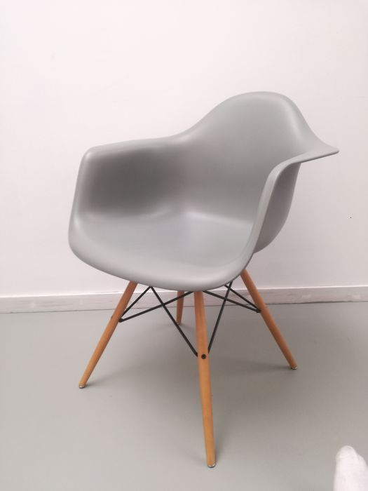 charles and ray eames appeared on the nbc television network home show hosted by arlene francis. Charles Eames Ray Eames Vitra Chair Daw Catawiki