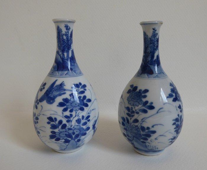 Pointed vases (2) - Porcelain - China - Kangxi (1662-1722) - Catawiki