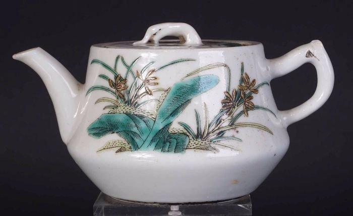 Teapot (1) - paysage - Porcelain - Chinese Famille rose teapot - China - Late 19th century - Catawiki
