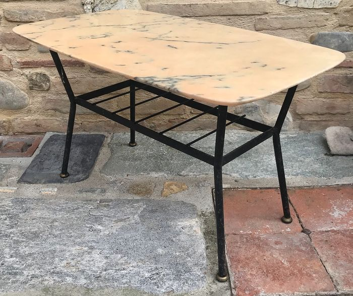 table basse avec base en fer avec