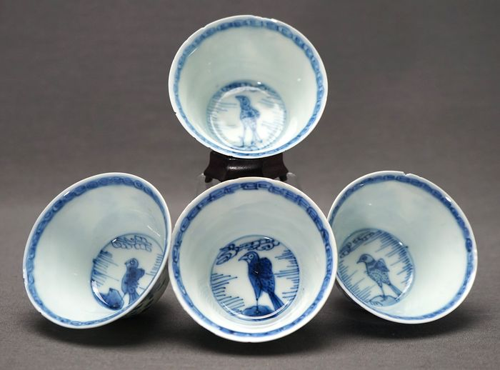 Crow cups - Porcelain - Blossoms in jardiniere plum blossom - China - Kangxi (1662-1722) - Catawiki