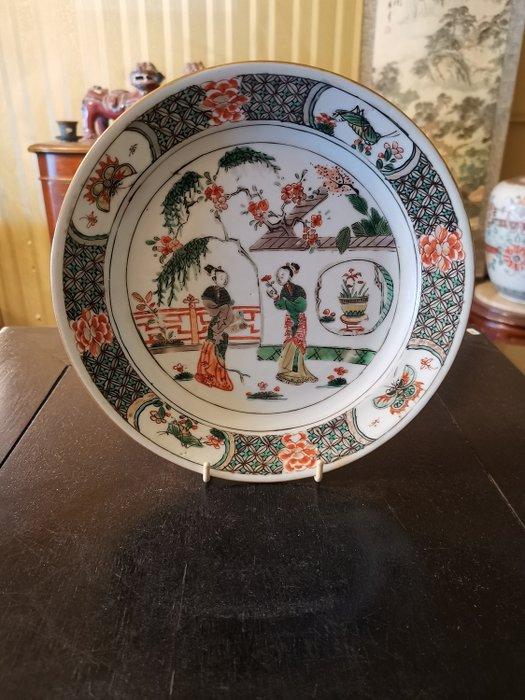Plate (1) - Famille verte - Porcelain - Ladies - China - Kangxi (1662-1722) - Catawiki