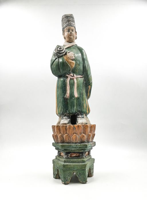 Ancient Chinese Ming Dynasty Pottery Attendant Statue on Lotus Base - Catawiki
