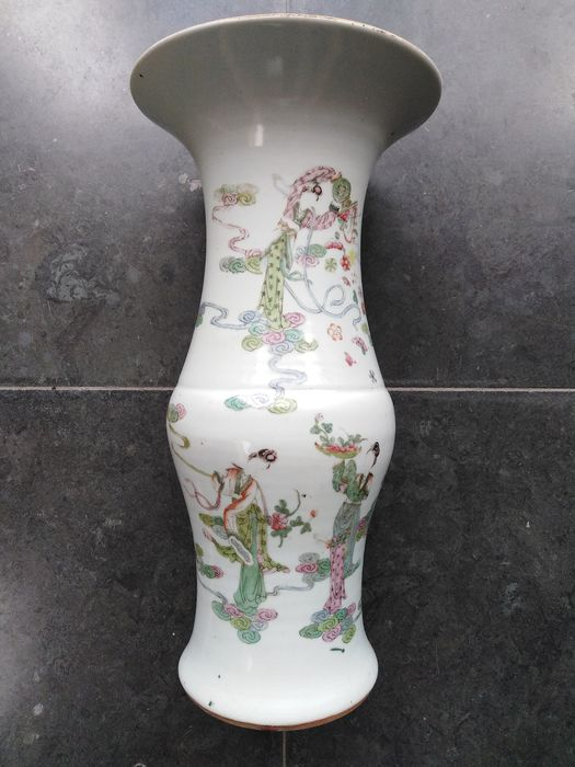 yenyen vase famille verte - Porcelain - women with flower baskets - China - 1912/1949 Republic period - Catawiki