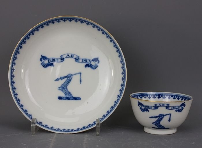 Cup and saucer - Armorial porcelain, Blue and white - Porcelain - China - Qianlong (1736-1795) - Catawiki