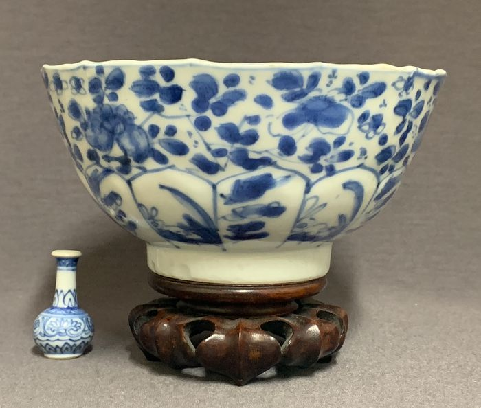 Bowl - Porcelain - Peonies and rabbit on pierced rock with bird - China - Kangxi (1662-1722)
