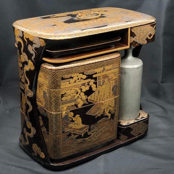 Sage-jubako box - Gold, Lacquered wood - Very fine Japanese traditional palace design sage jubako (picnic set) - Japan - Edo Period (1600-1868) - Catawiki