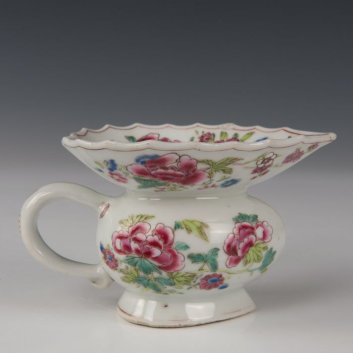 Heart shaped spittoon (1) - Famille rose - Porcelain - Peonies and birds - China - Qianlong (1736-1795) - Catawiki
