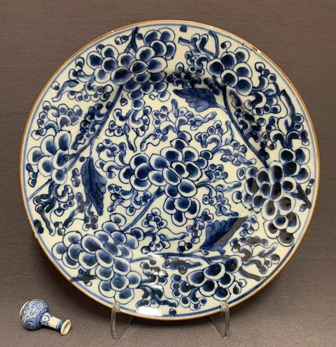 Plate - Porcelain - Peonies - Brown rim - China - Kangxi (1662-1722) - Catawiki