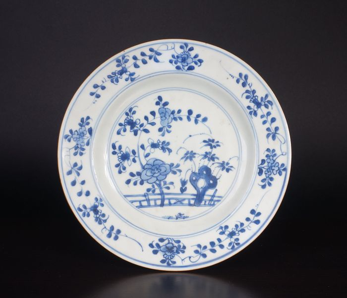 blue white plate with flower decor (1) - Blue and white - Porcelain - China - 18th century - Catawiki