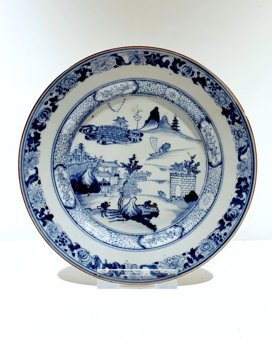 Plate (1) - Blue and white - Porcelain - landscape - Very nice Kangxi plate Ø 23 cm - China - Kangxi (1662-1722) / Yongzheng (1723-1735) - Catawiki