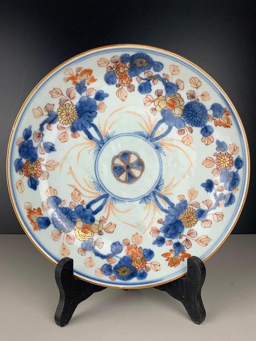 Deep Imari plate with flowers - Porcelain - China - Kangxi (1662-1722) - Catawiki