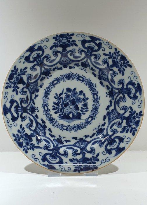 Plate (1) - Blue and white - Porcelain - Flowers - Kangxi plate Ø 22 cm - China - Kangxi (1662-1722) - Catawiki