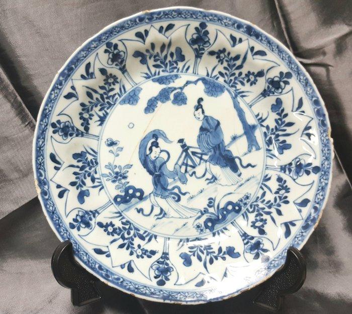 Dish - Blue and white - Porcelain - Lady - kangxi porcelain - China - 17th century - Catawiki