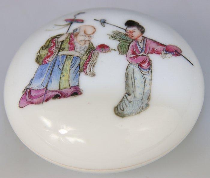 Box - Famille rose, Brand Qianlong - Porcelain - Shoulao Kwanyin - Milieu XIXe siecle - China - Republic period (1912-1949) - Catawiki