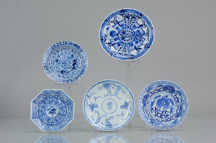 Plates - Porcelain - Chinese Porcelain Small Dish selection Kangxi and Kangxi revival - China - 18th/19th century - Catawiki