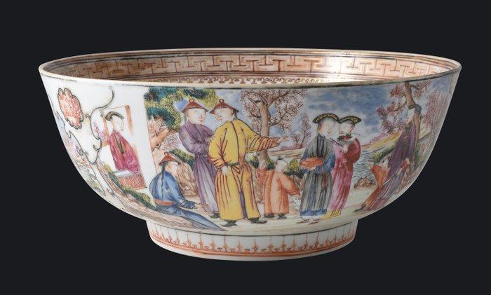 VERY LARGE CHINESE ROSE FAMILY MANDARINS PATTERN PUNCH BOWL - Porcelain - China - Qianlong (1736-1795) - Catawiki