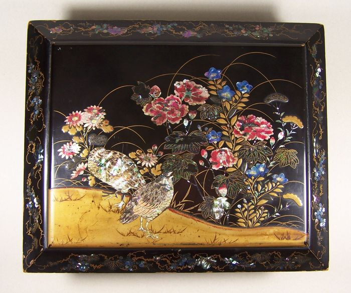 Lidded box (7) - Mother of pearl, Wood - Peony, Quails - A high-quality Nagasaki lidded 'urushi' box with 'makie' and 'aogai' decoration - Japan - 19th century - Catawiki