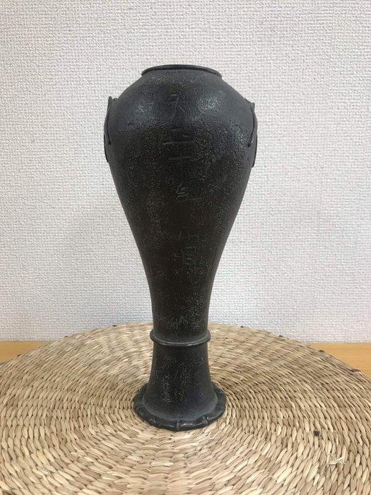 Vase - Bronze - Japan - Tensho 10(1582)