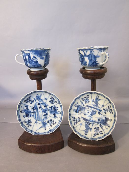 2 cups and 2 saucers (4) - Blue and white - Porcelain - China - 19th century