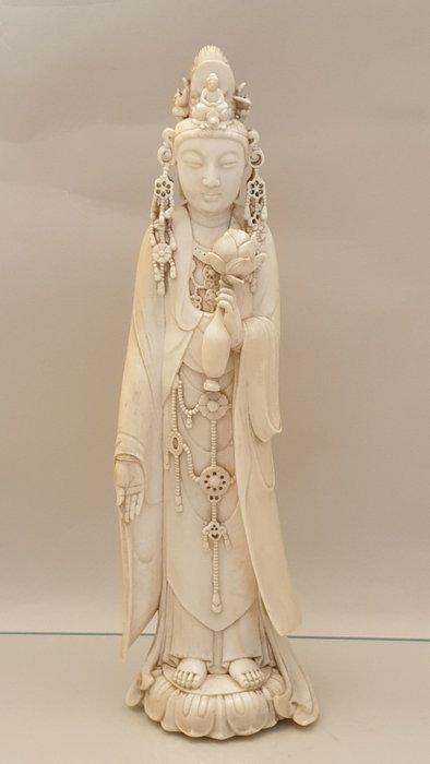 Okimono (1) - Ivory - Kannon / Guan Yin - Japan - Meiji period (1868-1912) - Catawiki