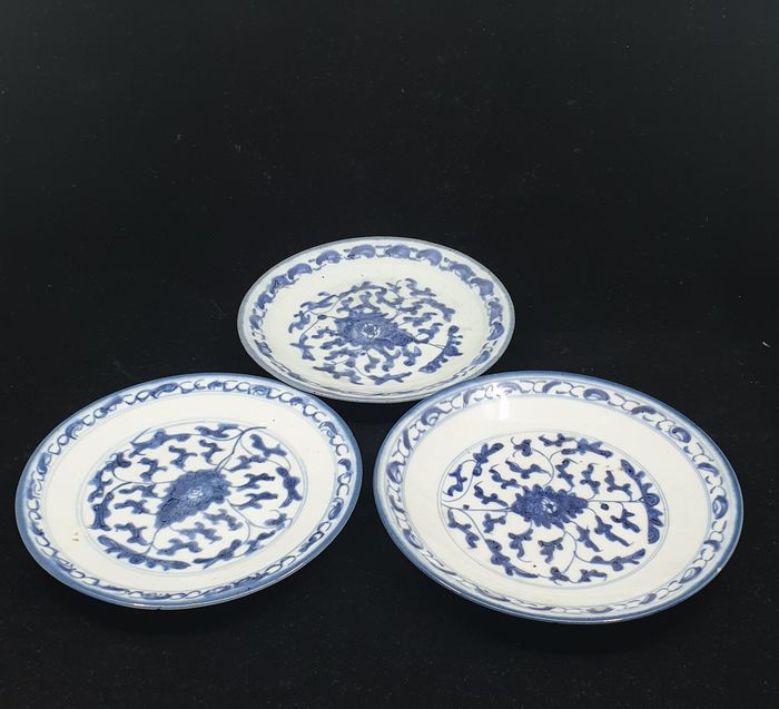 Plates (3) - Blue and white - Porcelain - Flowers - China - Qing Dynasty (1644-1911) - Catawiki