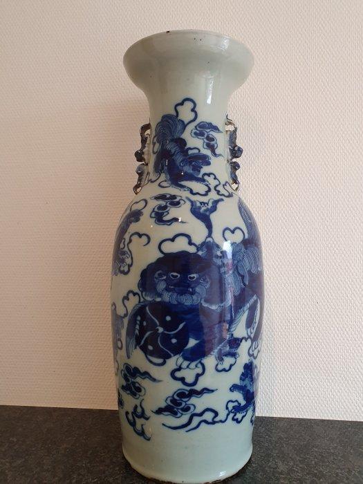 Vase (1) - Porcelain - Buddhist temple lions - China - 19th century - Catawiki