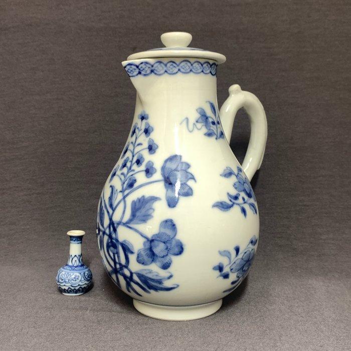 Cream jug - Porcelain - Chinese - Strangled blossoms - Coins - China - Qianlong (1736-1795) - Catawiki