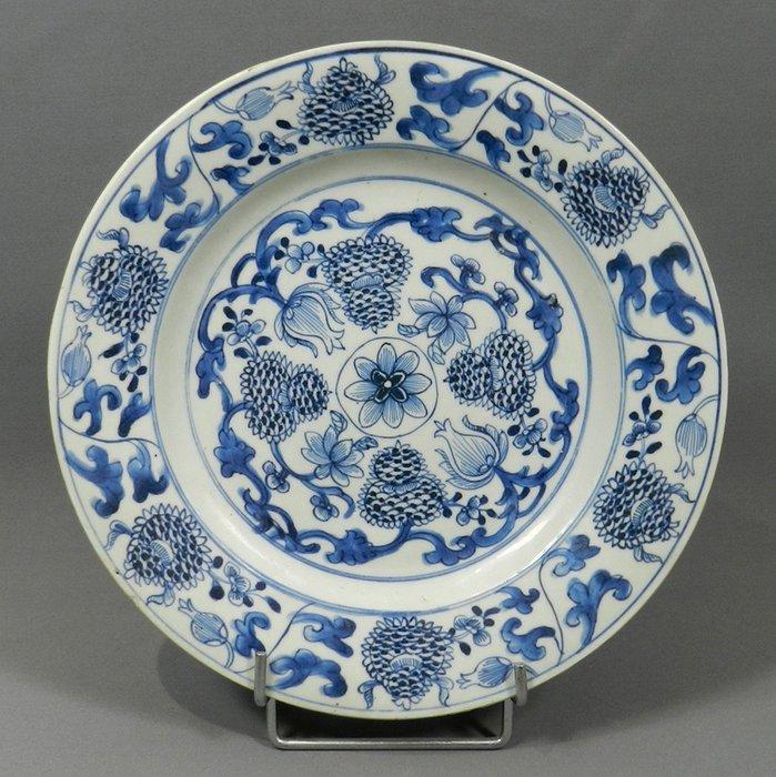 Plate - Porcelain - Camaïeux bleus - China - Kangxi (1662-1722) - Catawiki