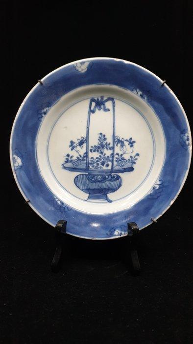 Plate (1) - Porcelain - Flower basket - China - Kangxi (1662-1722) - Catawiki