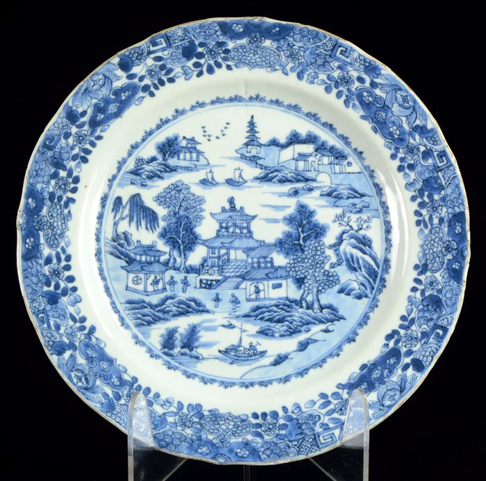 Plate - Blue and white - Porcelain - Chinese landscape with boats - Large - China - 18th century - Catawiki